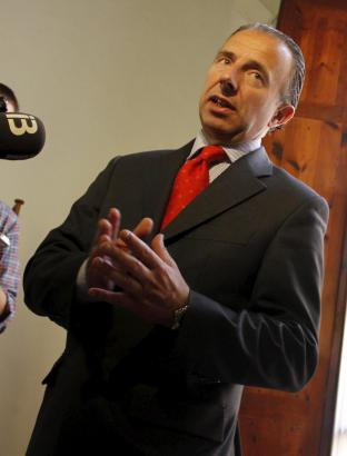 Musste dem Druck der Öffentlichkeit und der Oppositon nachgeben: Tourismusminister Carlos Delgado.