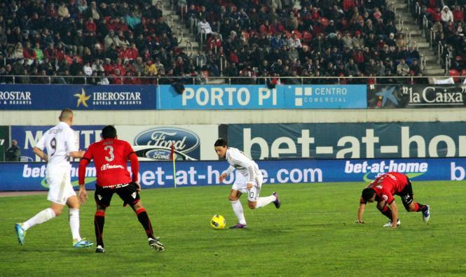 Mesut Özil traf doppelt für Real Madrid. Dieses Foto zeigt den Deutschen im Hinspiel in Palma (rechts).