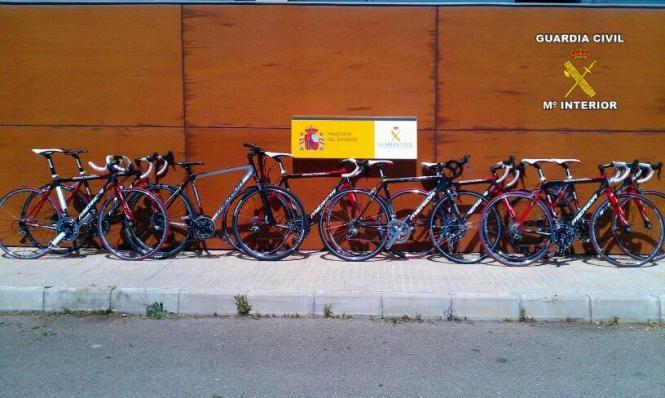 Einige der von der Polizei sichergestellten Rennräder.