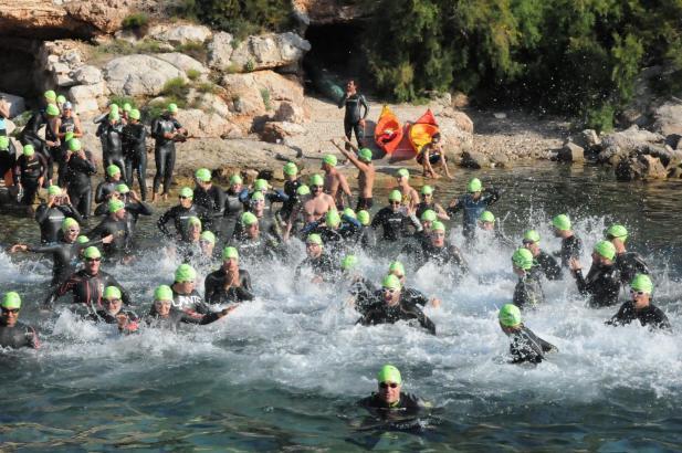 150 Schwimmer umrunden die Insel Dragonera.