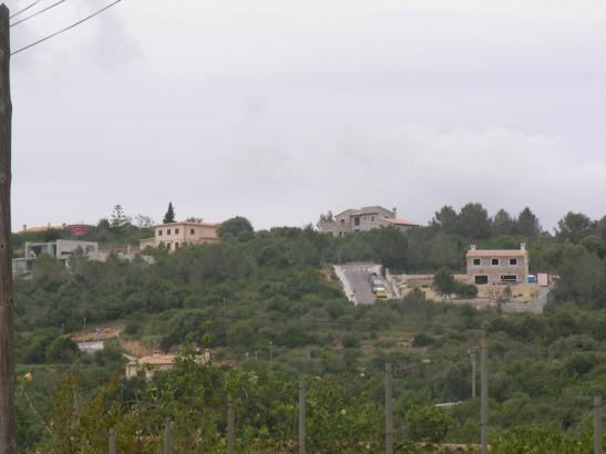 Bauen auf Agrarland soll wieder erleichertert werden. Die Aufnahme von 2007 zeigt Gebäude, deren Bauträger damals wegen Verstoße