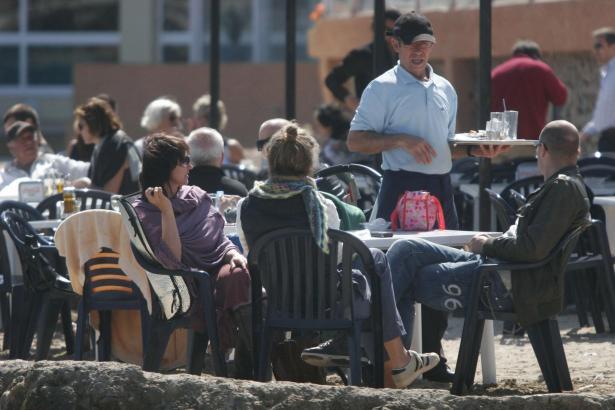 Im Sommer steigt im Tourismusgeschäft auf Mallorca der Bedarf an Kellnern, Köchen, Zimmermädchen, Busfahrern, Reinigungskräften,