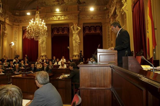 Das Balearen-Parlament, hier mit seinem Präsidenten Pere Rotger am Pult, zählt in dieser Legislaturperiode 59 Abgeordnete.
