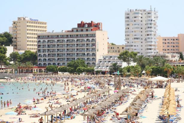 Voll ist es immer noch an Mallorcas Stränden, aber weniger als im Vorjahr.