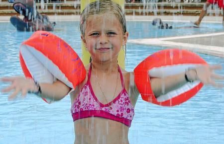 In der Sommerhitze sind Ferienaktivitäten rund ums Wasser bei den Kindern am beliebtesten.
