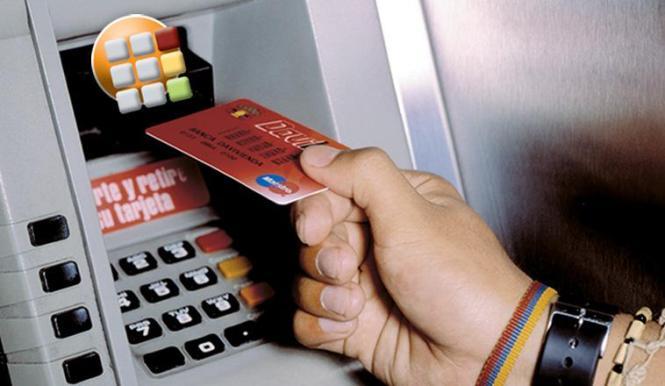 Große und kleine Sparer haben verstärkt ihre Einlagen aus den Banken genommen.