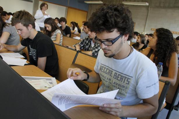 Angehende Studenten bei der Aufnahmeprüfung an der Balearen-Uni.