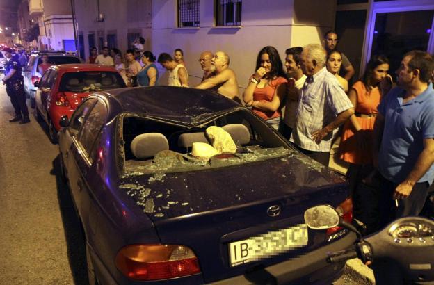 Dieser BMW blieb demoliert zurück.