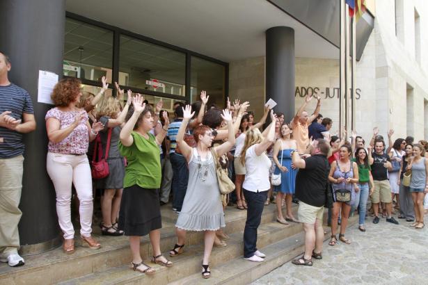 Dutzende Justizbeamte demonstrierten am Donnerstag in Palma.