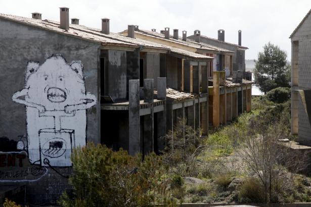 Die Bauruine der Siedlung Ses Covetes am Es-Trenc-Strand ist den Umweltschützern seit Jahren ein Dorn im Auge.