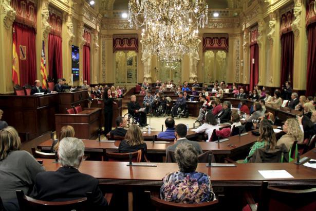 Das Balearen-Parlament zählt derzeit 59 Abgeordnete.