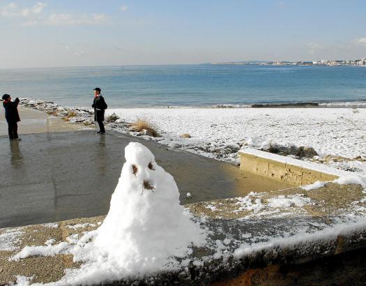 Schnee an der Playa de Palma, wie hier im vergangenen Januar, ist zwar selten, doch auch ohne die weiße Pracht fällt die Tourism