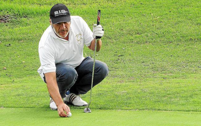 Volle Konzentration: Pino Persico bei der MM-Golftrophy 2011 in Camp de Mar. Der Promi-Wirt und sein Team sorgen am 6. Oktober f