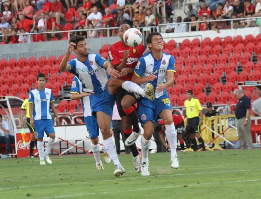 Mallorca (hier mit Nsue bei der Partie in der vorigen Saison) startet gegen Espanyol Barcelona in die Liga.