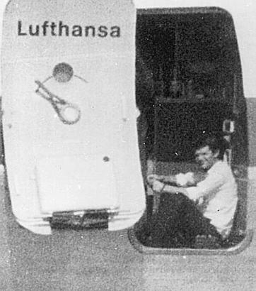 """Der Pilot Jürgen Schumann an Bord der """"Landshut"""" kurz vor seiner Ermordung."""
