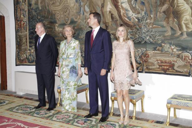 Königsempfang im Almudaina-Palast: Das Kronprinzenpaar stand ebenfalls Spalier, der Rest der Royals fehlte.
