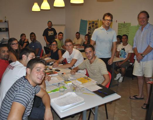 Hoffen nach erfolgreichem Abschluss ihres Deutsch-Kurses auf einen Ausbildungsplatz in Norddeutschland: SchülerInnen der Sprache