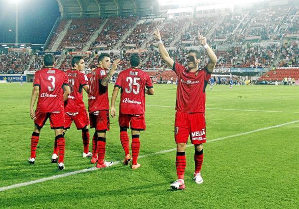 Tomer Hemed (rechts) bejubelt einen seiner beiden Treffer zum Saisonauftakt gegen Espanyol Barcelona.