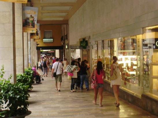 Palmas Einkaufsmeile Nummer eins: Die Straße mit den Kolonnaden, Jaume III.