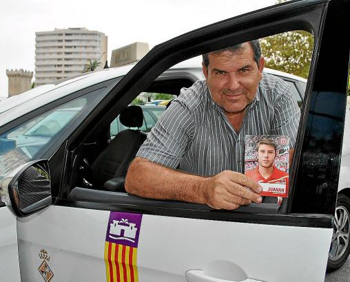 Der Vater: Juan Antonio Senior in seinem Taxi.