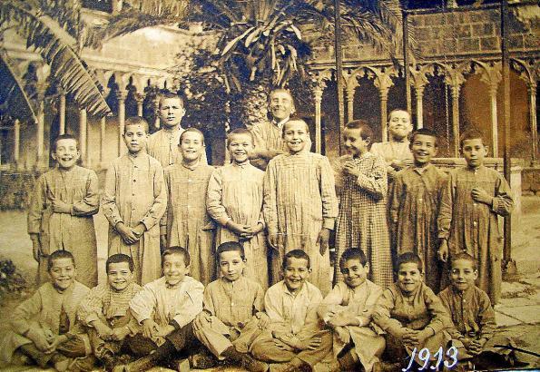 """Vermutlich der erste Jahrgang der 1912 gegründeten """"Deutschen Katholischen Schule"""" in Palma."""