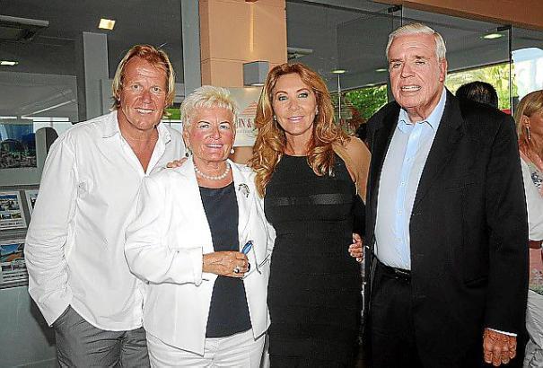Klaus-Michael Kühne (r.) mit seiner Frau Christine (2.v.l.), Matthias Kühn und dessen Lebensgefährtin Norma Duval.