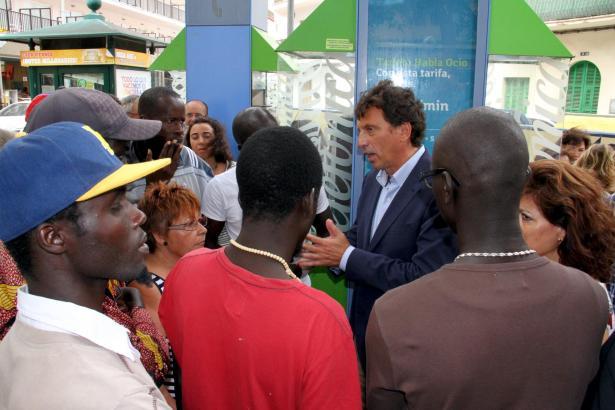 Palmas Bürgermeister Isern trifft auf seine afrikanischen Mitbürger.