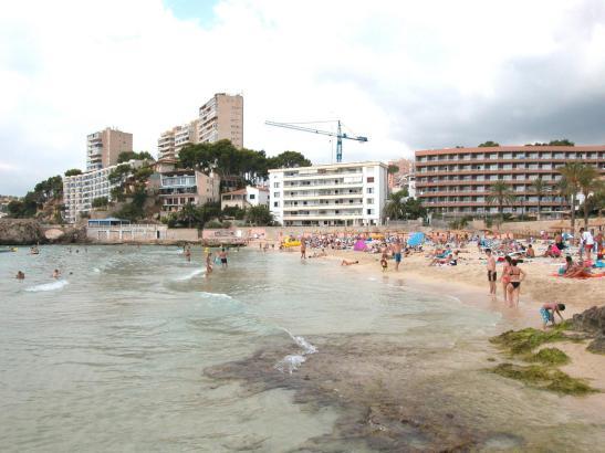 Zugebaute Küsten und Strände, wie hier in Calamajor.