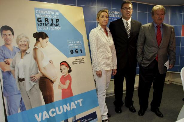 Gesundheitsminister Antoni Mesquida (r.) bei der Präsentation der Impfkampagne am Montag.