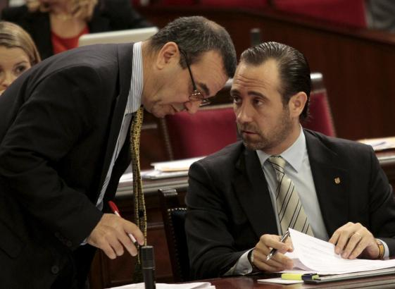 Ministerpräsident Bauzá (rechts) und der Mann der Finanzen, Josep Ignasi Aguiló.