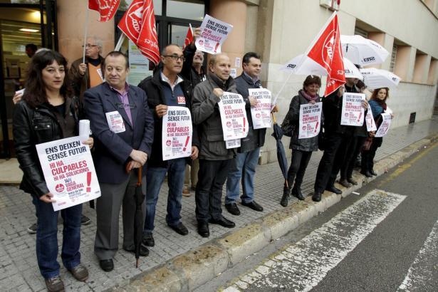 Gewerkschaftsführer haben am Dienstag vor dem Arbeitsamt in Palma zum Streik aufgerufen.