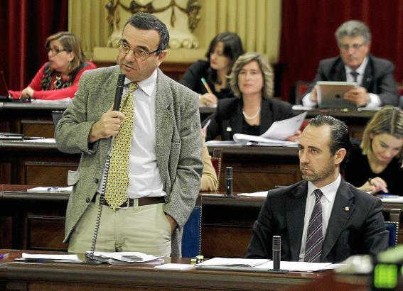 Wird ebenfalls vernommen, denkt aber nicht an Rücktritt: Parlamentspräsident Pere Rotger (l.), hier mit Ministerpräsident José R
