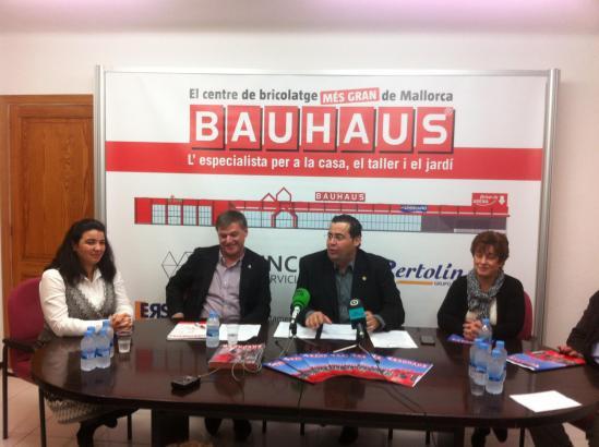 Pressekonferenz im Rathaus von Marratxí zur Kooperation mit Bauhaus.