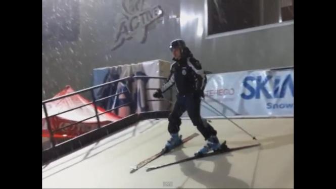 Skifahren auf dem Laufband.