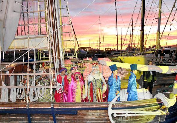 Kaspar, Melchior und Balthasar kommen per Boot.