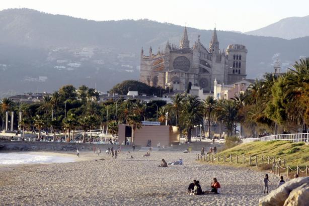 Das sonnige Wetter der vergangenen Tage lud zum Verweilen am Strand ein.