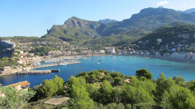 Panoramablicke auf Port de Sóller.