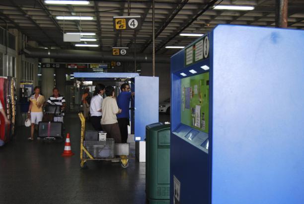 Die Parkautomaten im Garagengebäude von Palmas Flughafen Son Sant Joan.