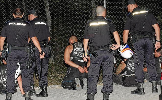 19 Personen nahm die Polizei im August 2010 wegen einer Massenschlägerei zwischen Angehörigen zweier Rockergruppen an der Playa