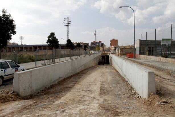 Neben dem Estadio Balear wird der Verkehr wieder an die Oberfläche geführt.