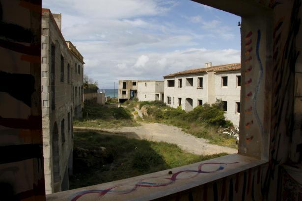 Die Ruinen von Ses Covetes stehen seit Jahren halbfertig am Es-Trenc-Strand.