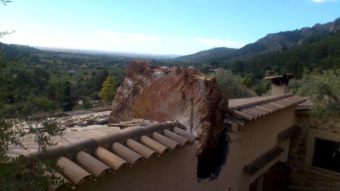 Ein Wochenendhaus wurde bei dem Unglück schwer beschädigt.