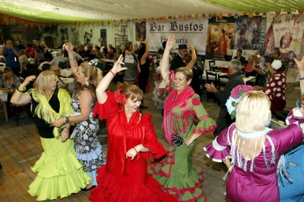 Flamenco-Vorführungen gehören traditionell zur Feria de Abril.