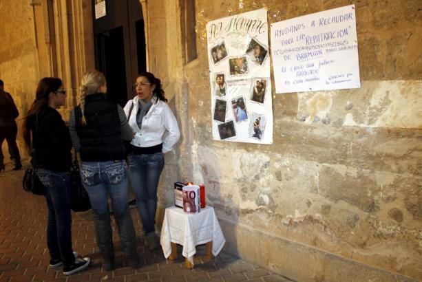 Die Spendendose ist vor dem Eingang zur Kirche Sant Miquel in Palma aufgestellt.