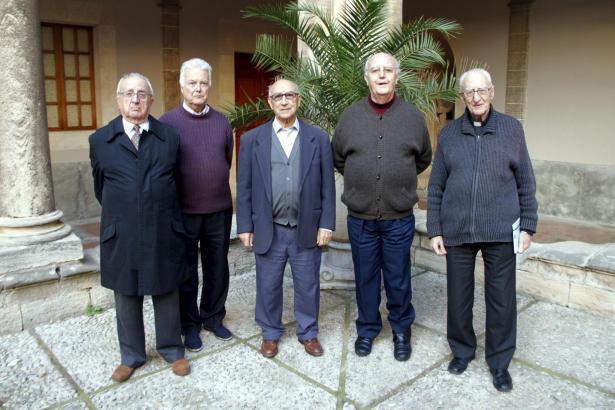 Die Ordensbrüder der Jesuiten in Palma erinnern sich noch gut an den Besuch von Jorge Mario Bergoglio in Palma (r.: Pater José M