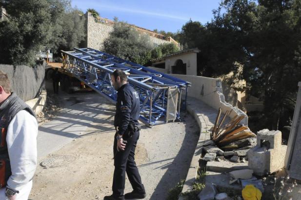Der Baukran blockierte die Zufahrt zur Siedlung Aldea Blanca bei Port d'Andratx.
