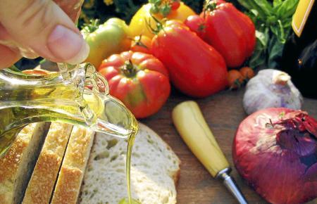 """Neueste Forschungsergebnisse unterstreichen die Bedeutung von kalt gepresstem Olivenöl """"extra virgen"""" für eine gesunde Ernährung"""