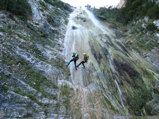 Canyoning ist eine der Sportarten, die vor allem im Winter auf Mallorca betrieben werden.