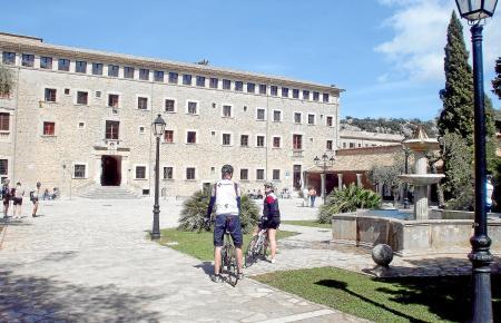 Der Platz vor dem Kloster ist einer der schönsten Orte der Anlage.