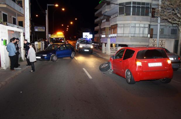 Bei dem Unfall wurde an einem der Wagen der Vorderreifen abgerissen.